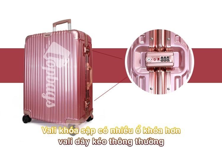 Vali khóa sập có nhiều ổ khóa hơn-min